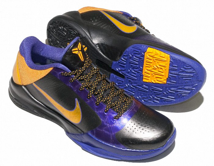 Kobe Bryant Nike Zoom Kobe V (5), Lakers Away Edition with colors black