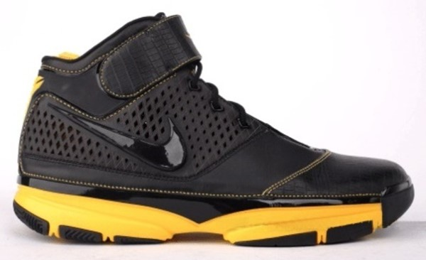 Kobe Bryant Nike Zoom Kobe II (2) Sheath, in colors black and yellow